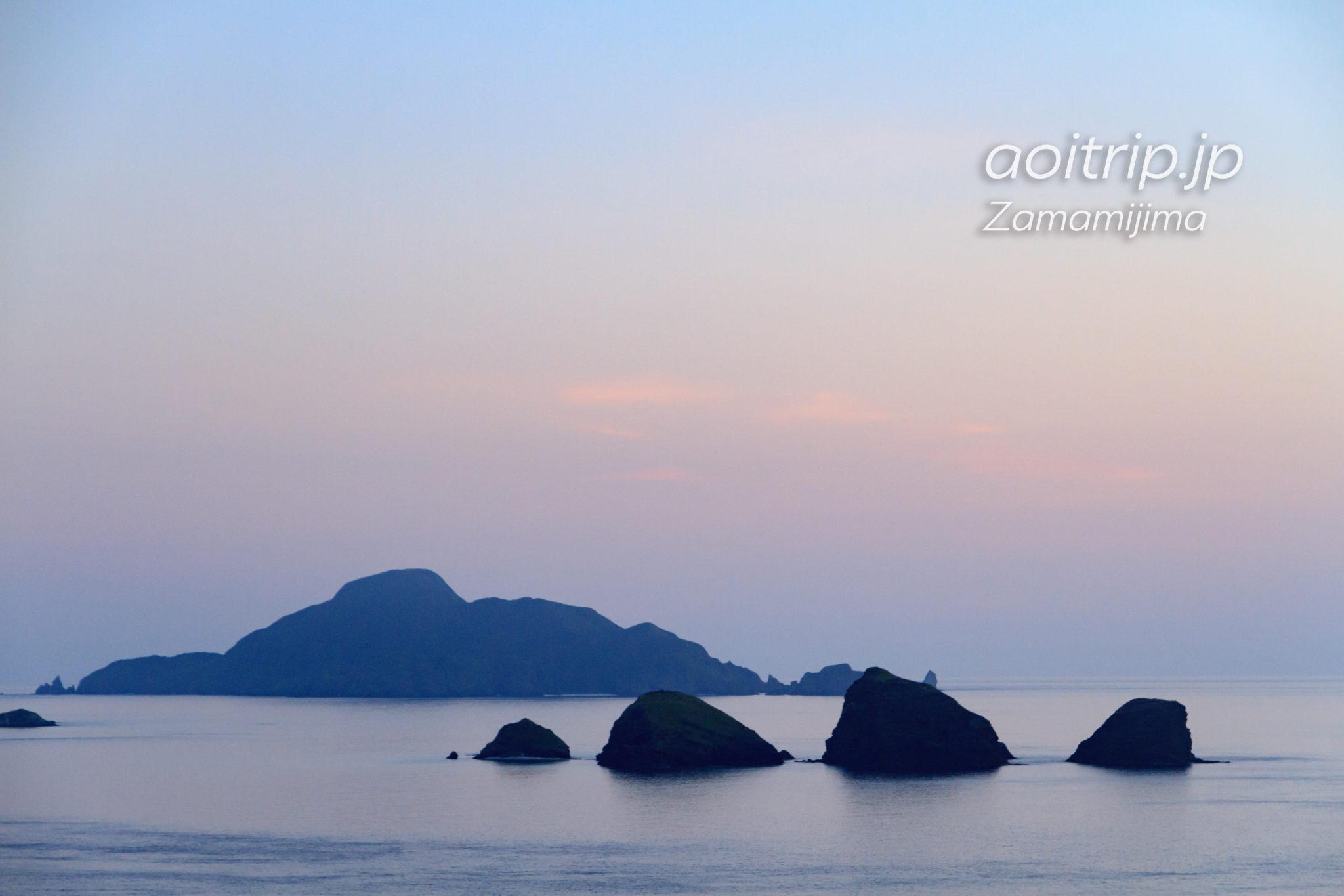 ウナジノサチ展望台から望む久場島