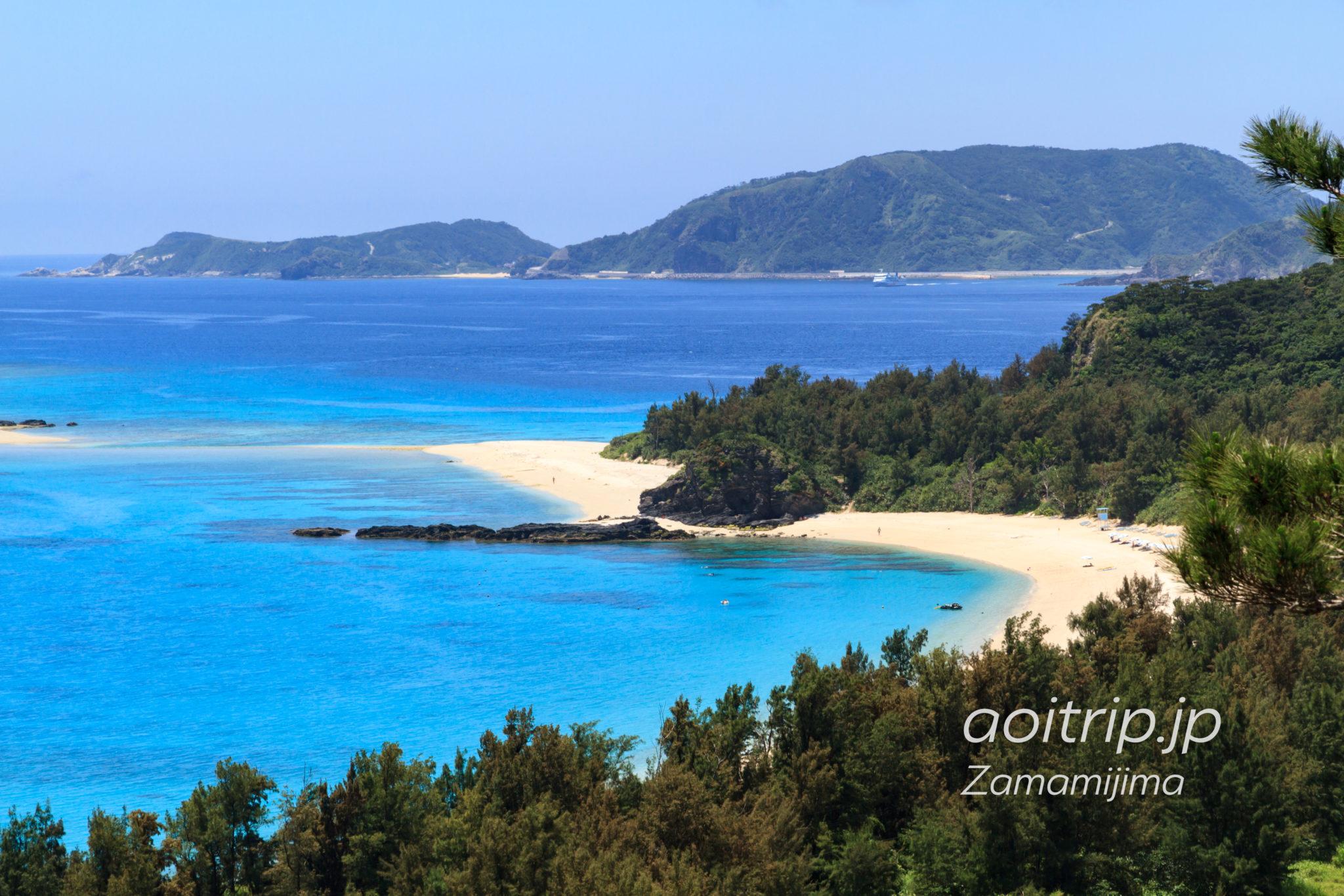 古座間味ビーチの丘から見る慶良間諸島の島々