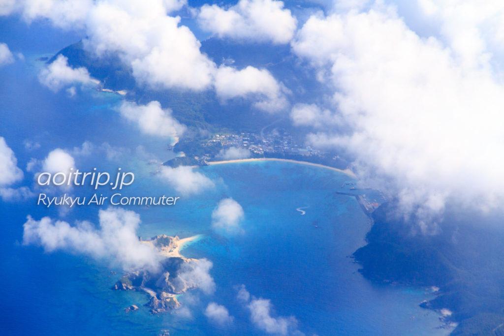 飛行機機内から見る渡嘉敷島の阿波連