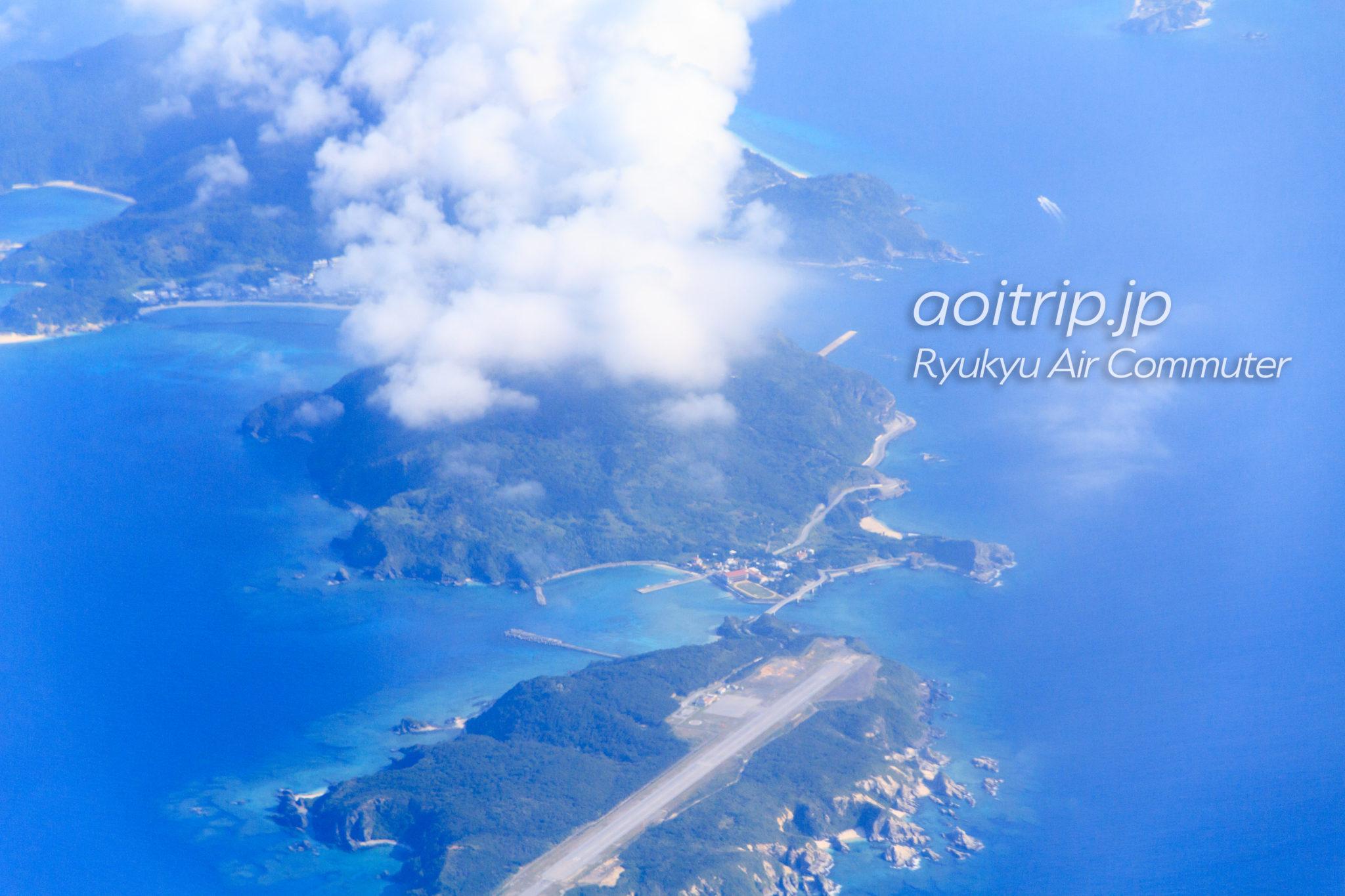 飛行機機内から見る外地島と慶留間島