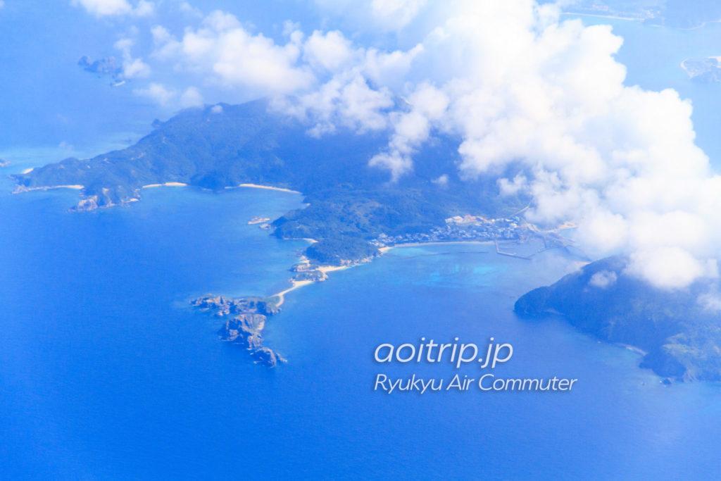 飛行機機内から見る座間味島