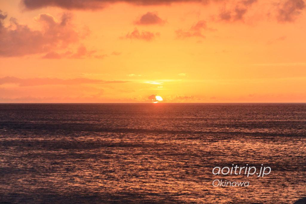 北谷サンセットビーチの夕日