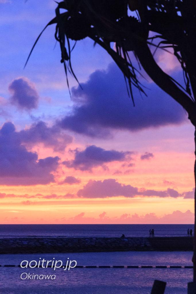 北谷サンセットビーチから見る夕焼け
