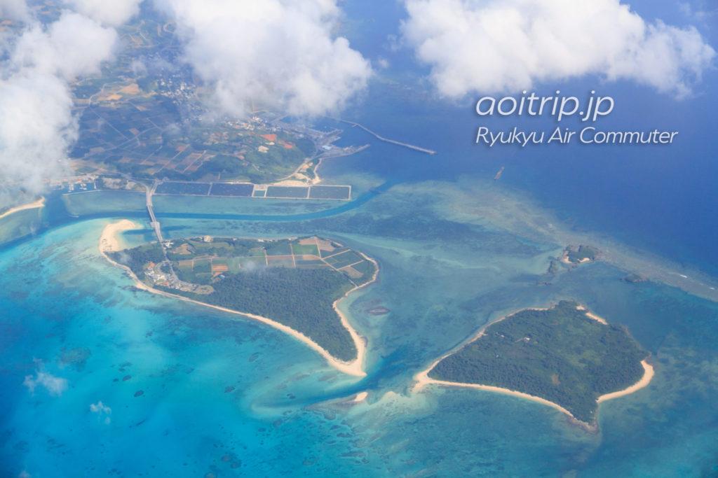 飛行機機内から見る奥武島、オーハ島
