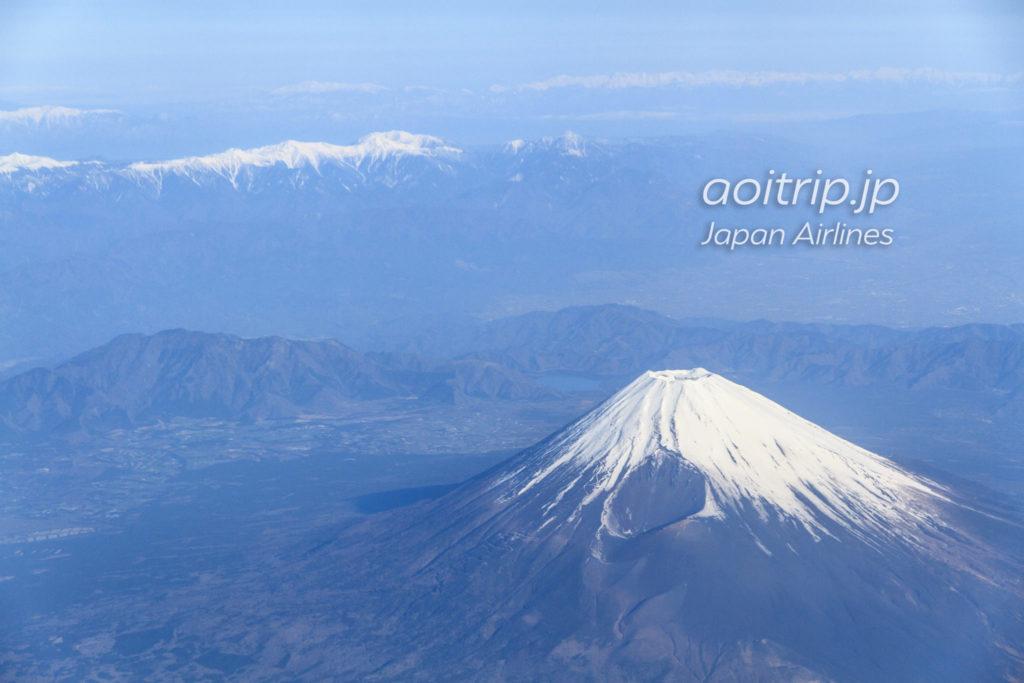 JTA21便から見た雪の積もる富士山