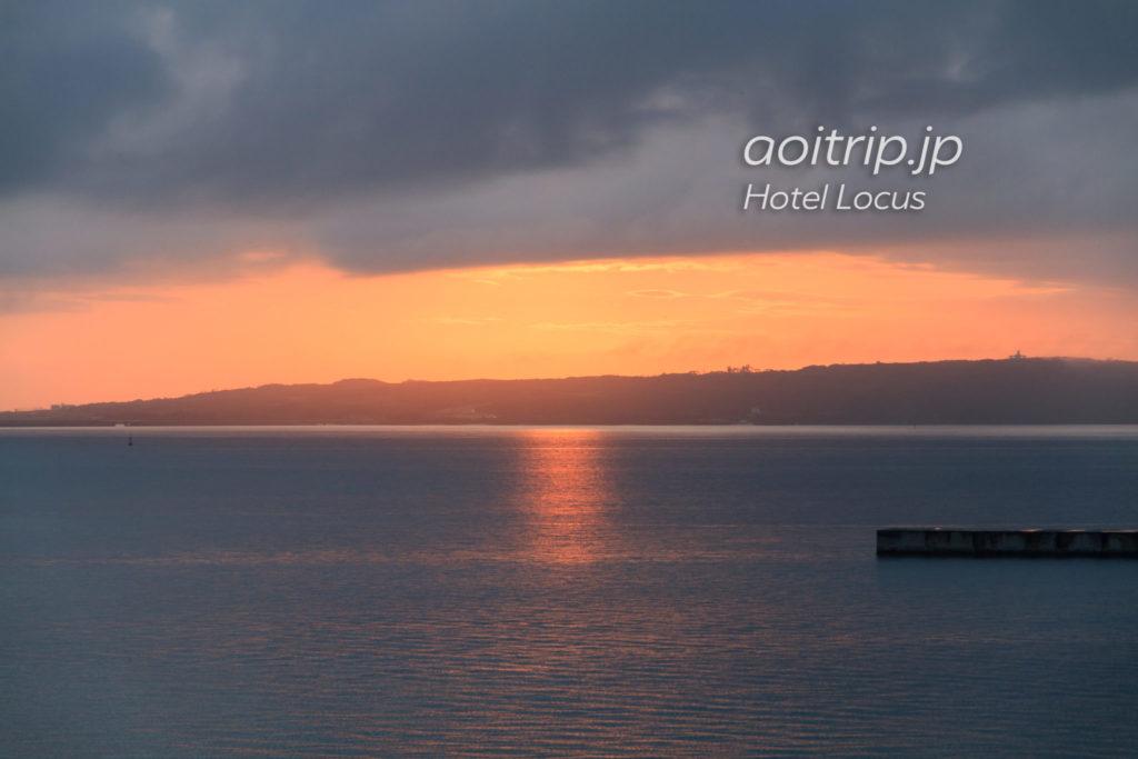 ホテルローカス宮古島のバルコニーから見る夕日