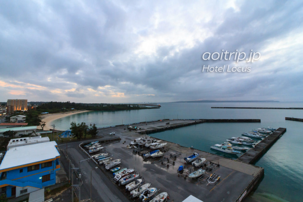 ホテルローカス宮古島の屋上にあるサンセットテラスからの眺望