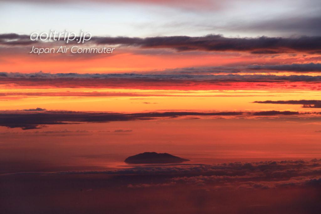 JAC3738 ASJ→ KOJ 左側座席から見た夕焼け