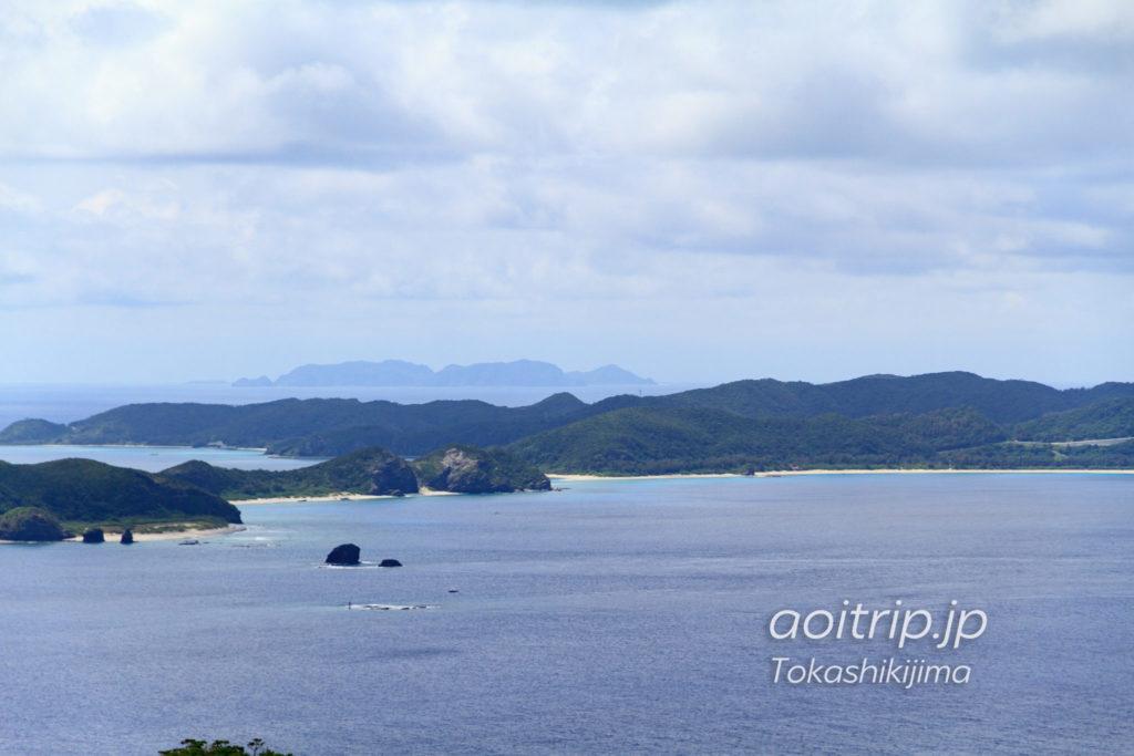 照山展望台から渡名喜島を望む