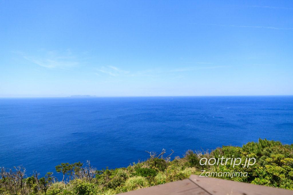 座間味島の稲崎展望台から望む渡名喜島