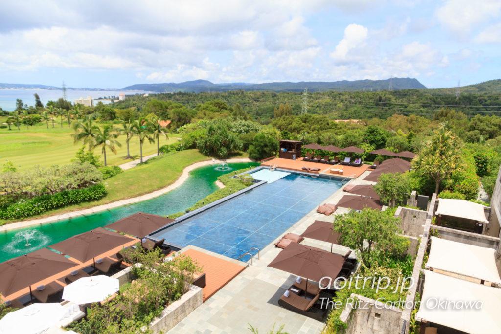 ザリッツカールトン沖縄の屋外プール