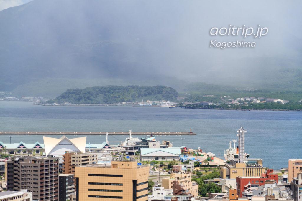 城山展望台から桜島のフェリーターミナルを望む