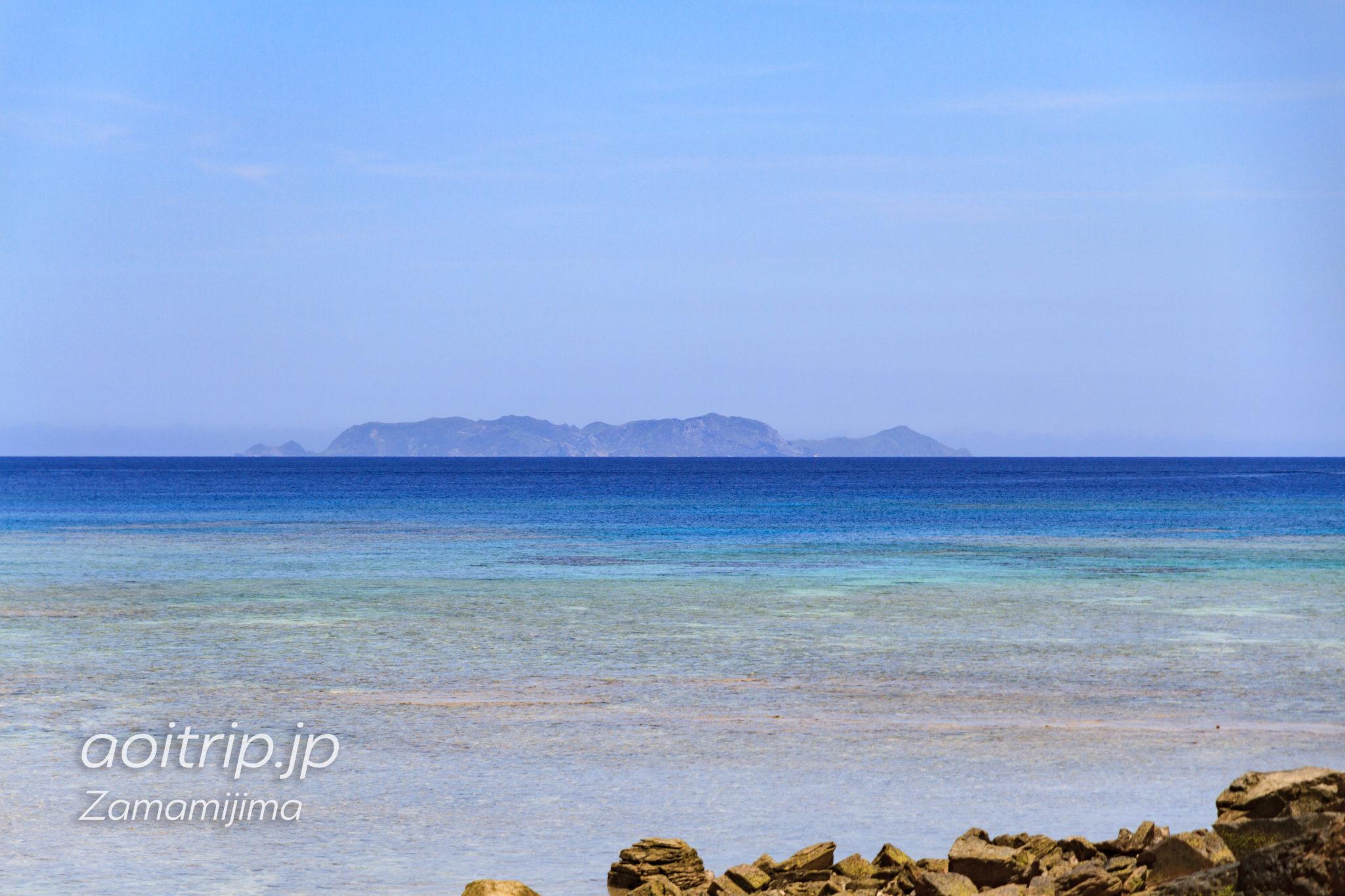 座間味島 ユヒナの浜から見る渡名喜島