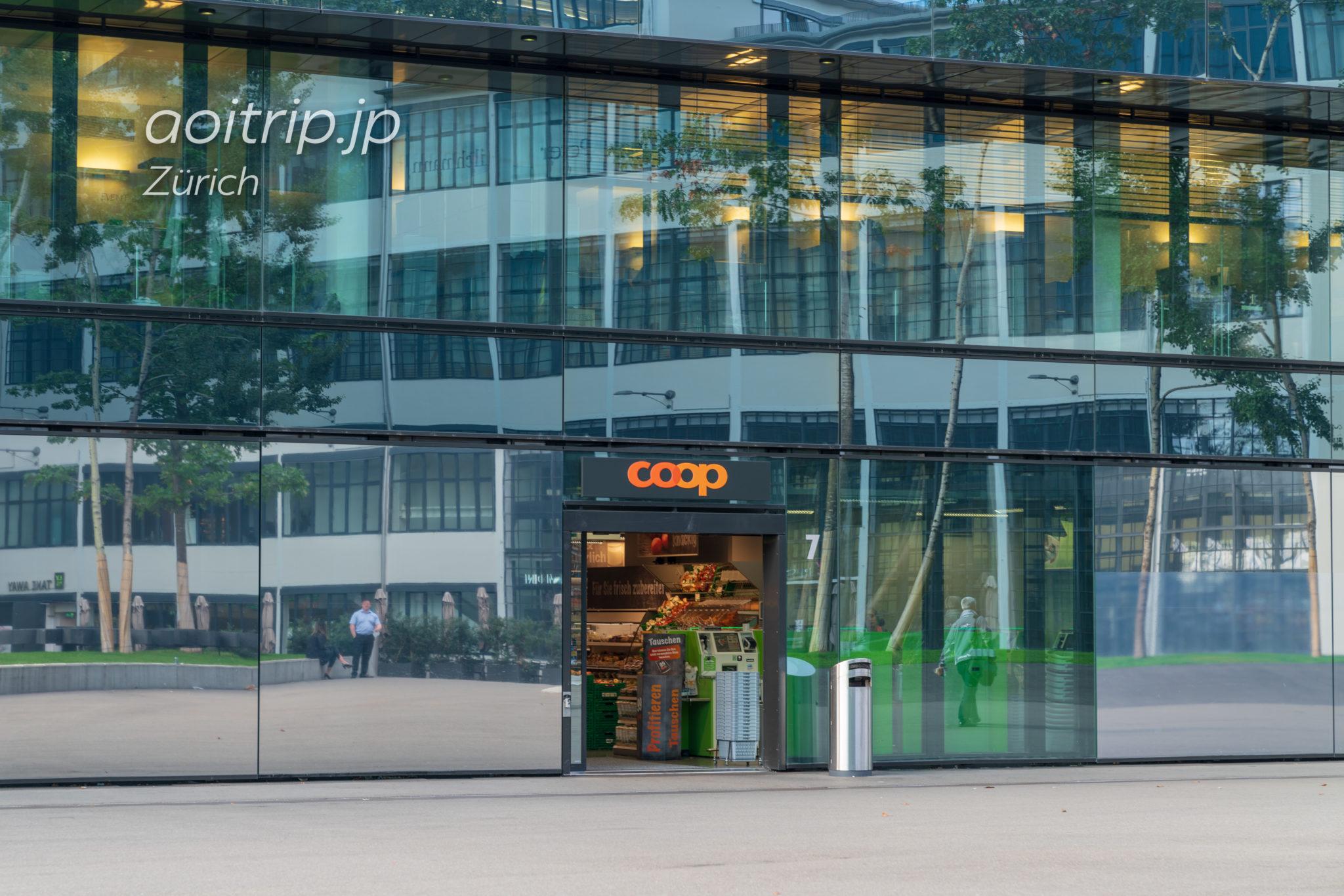 Zürich Hardbrücke駅前のコープ