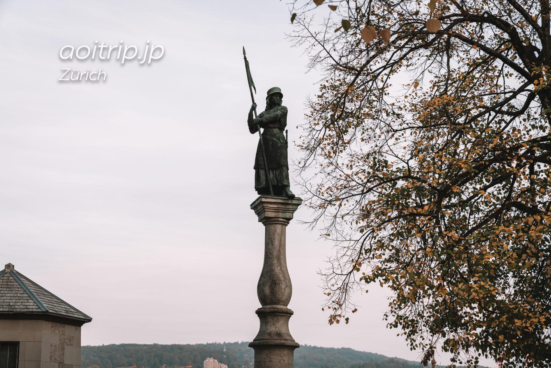 チューリッヒ リンデンホフの丘にある女性兵士の像