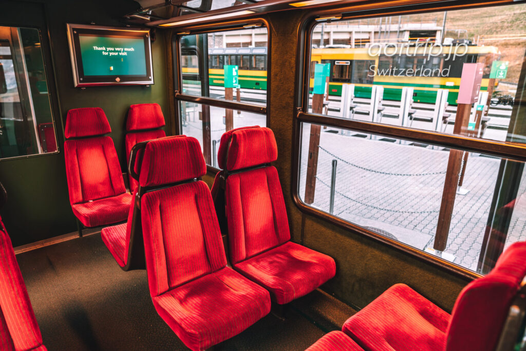 ユングフラウ鉄道の座席