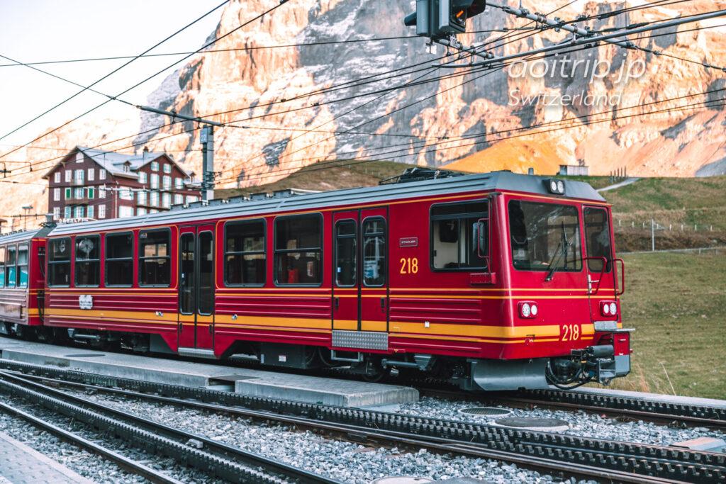 ユングフラウ鉄道の赤い列車