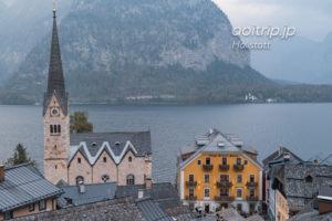 ハルシュタットのルーテル教会とゼーホテルグリューナーバウム