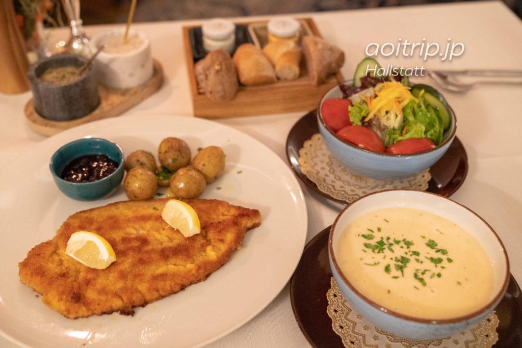 ゼーホテル グリューナー バウムのレストランで注文したヴィーナーシュニッツェル