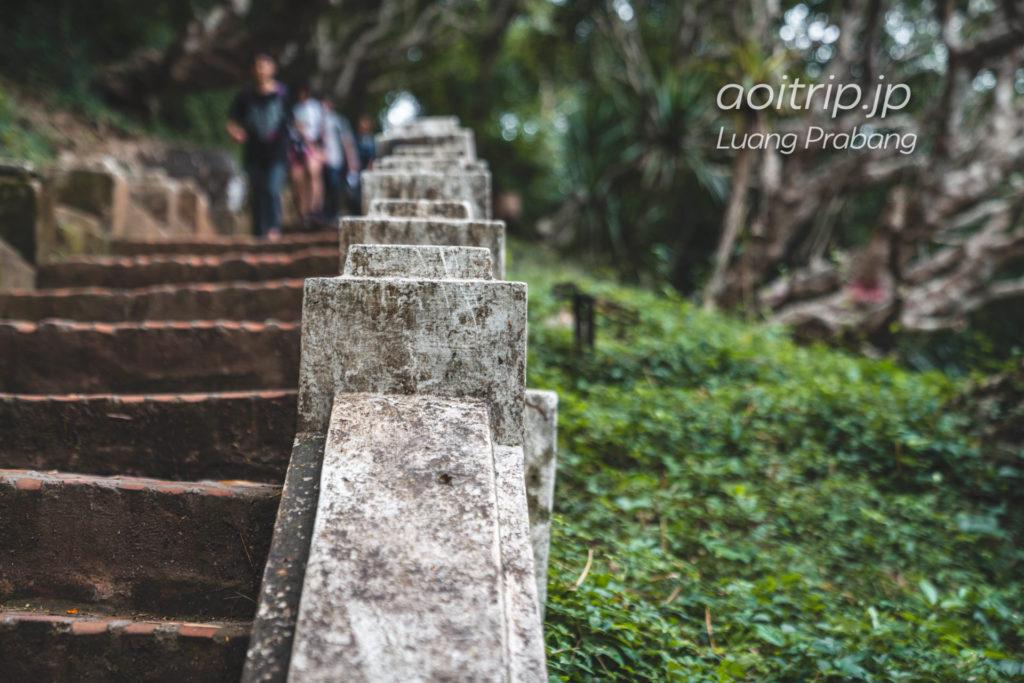 ラオス・ルアンパバーンのプーシーの丘へ続く階段