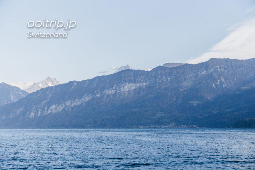 トゥーン湖のクルーズ(遊覧船)から望むアイガー
