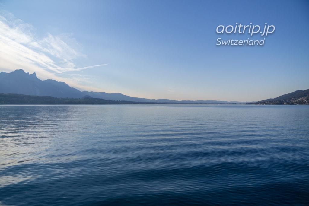 スイスのトゥーン湖