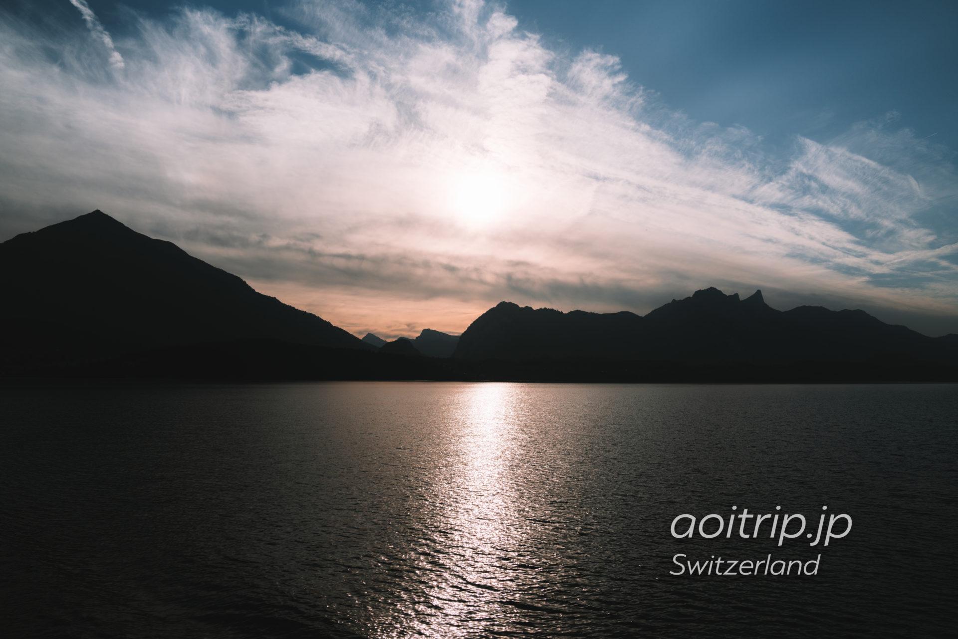 トゥーン湖クルーズの夕日