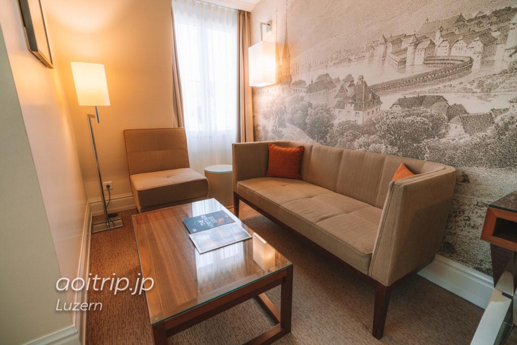 ルネッサンスルツェルンホテル ジュニアスイートのリビングスペース