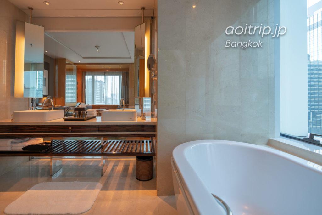ルネッサンス バンコク ラッチャプラソーン ホテルのバスルーム