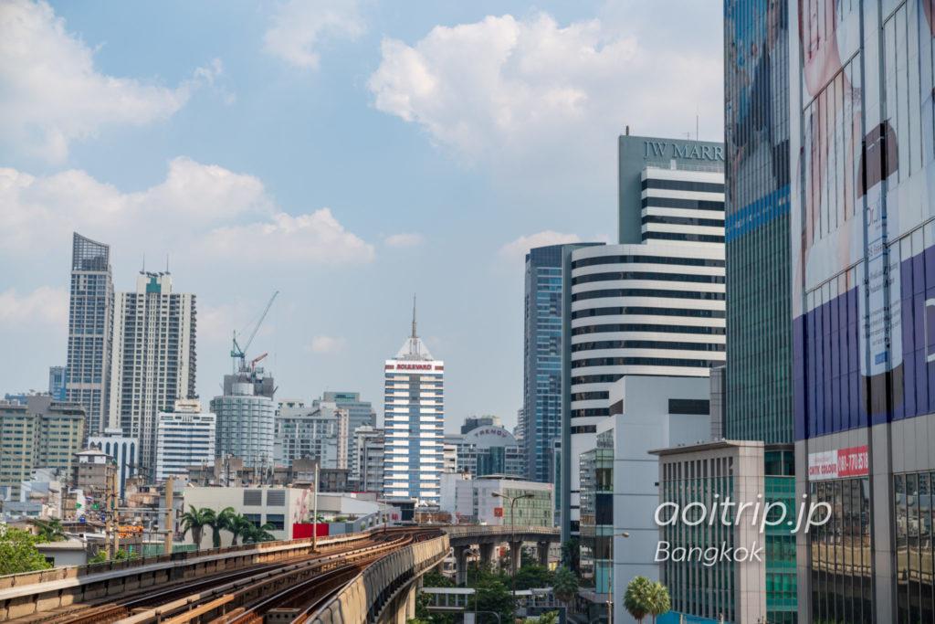 BTSプルンチット駅から見るJWマリオットホテルバンコク
