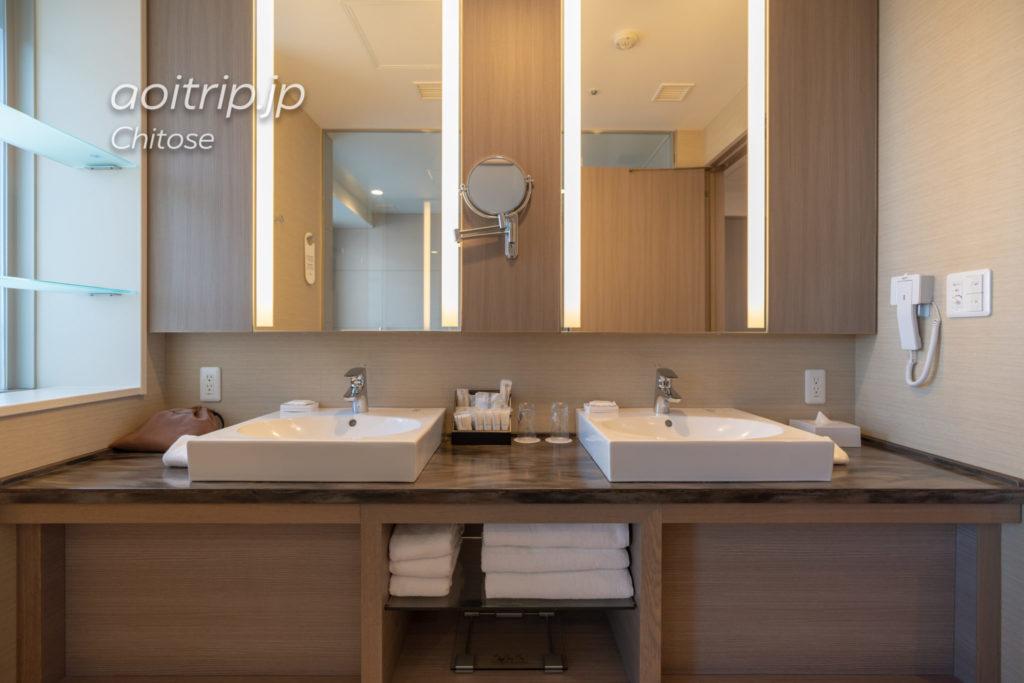 ANAクラウンプラザホテル千歳 コーナーツインルームのバスルーム