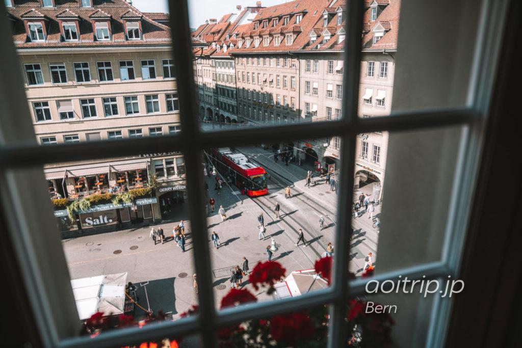 スイス ベルンの牢獄塔(Käfigturm)内部からベーレン広場を望む