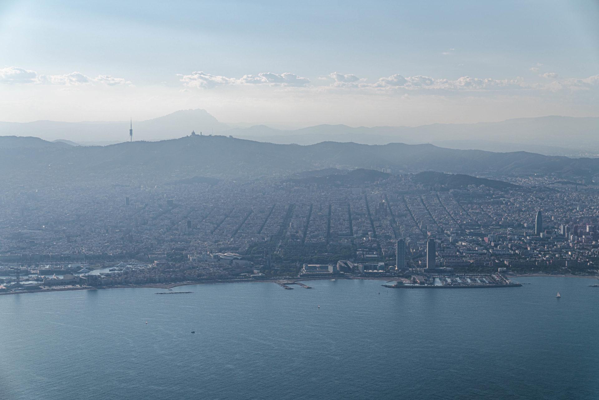 ブエリング航空の機内から望むバルセロナの景色