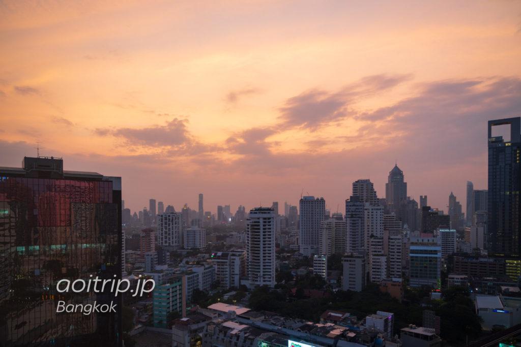 ウェスティン グランデ スクンビット バンコクのホテルの客室から望むバンコク市内の眺望