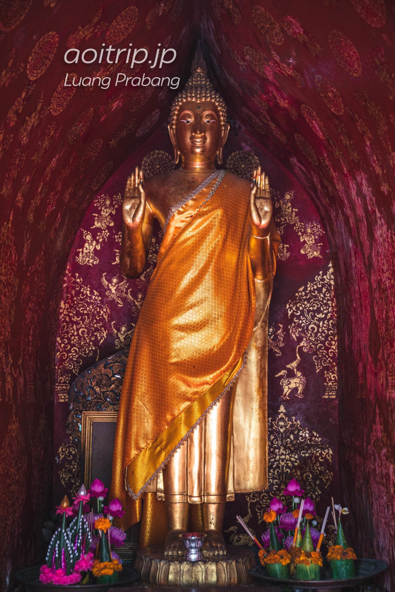 ワットシェントーンの立像堂