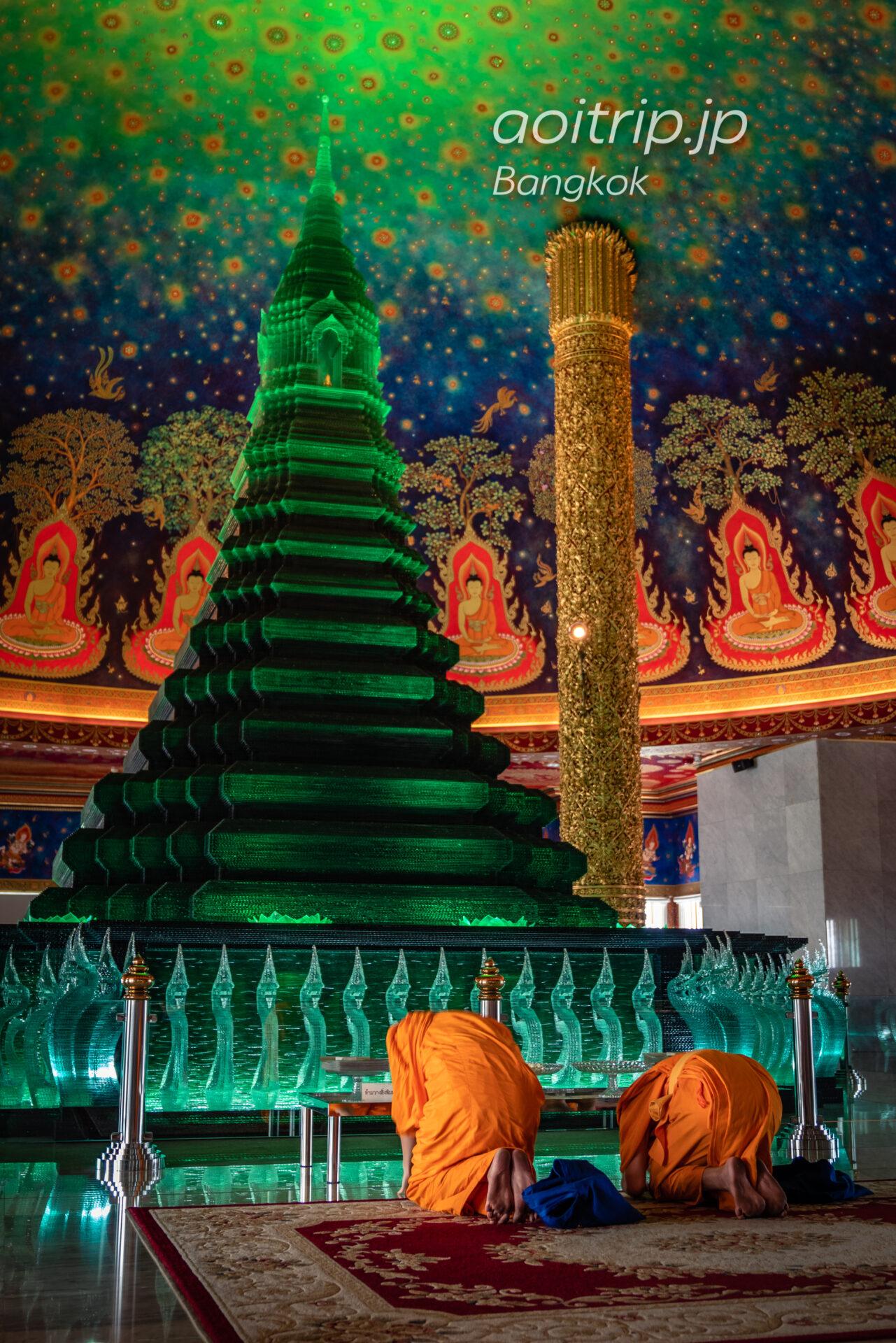 バンコクのワットパクナーム寺院