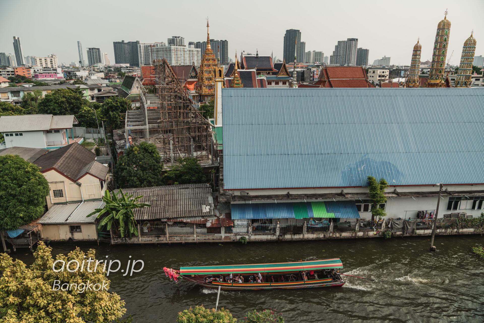 タイのワットパクナーム寺院