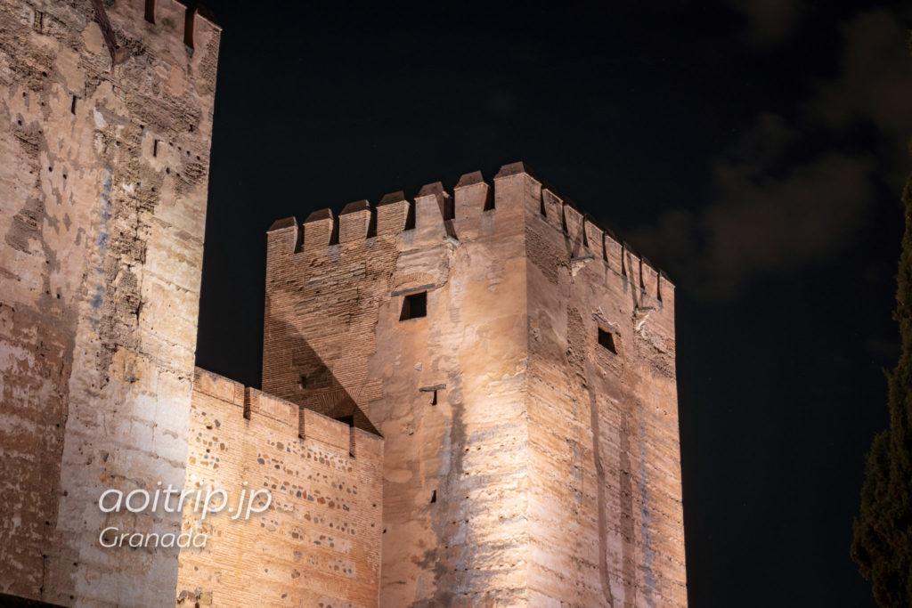 夜のアルハンブラ宮殿 アルカサバ