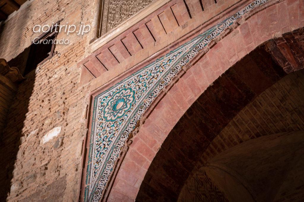 アルハンブラ宮殿 葡萄酒の門 幾何学模様の美しい装飾