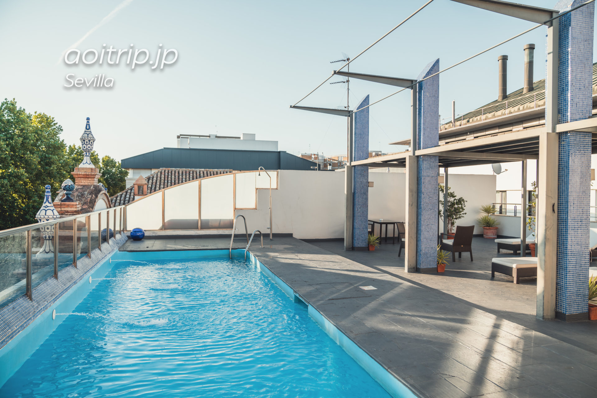 ACホテル シウダッド デ セビージャのプール