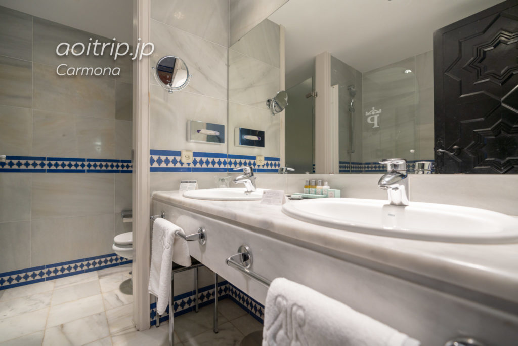 パラドールデカルモナのバスルーム