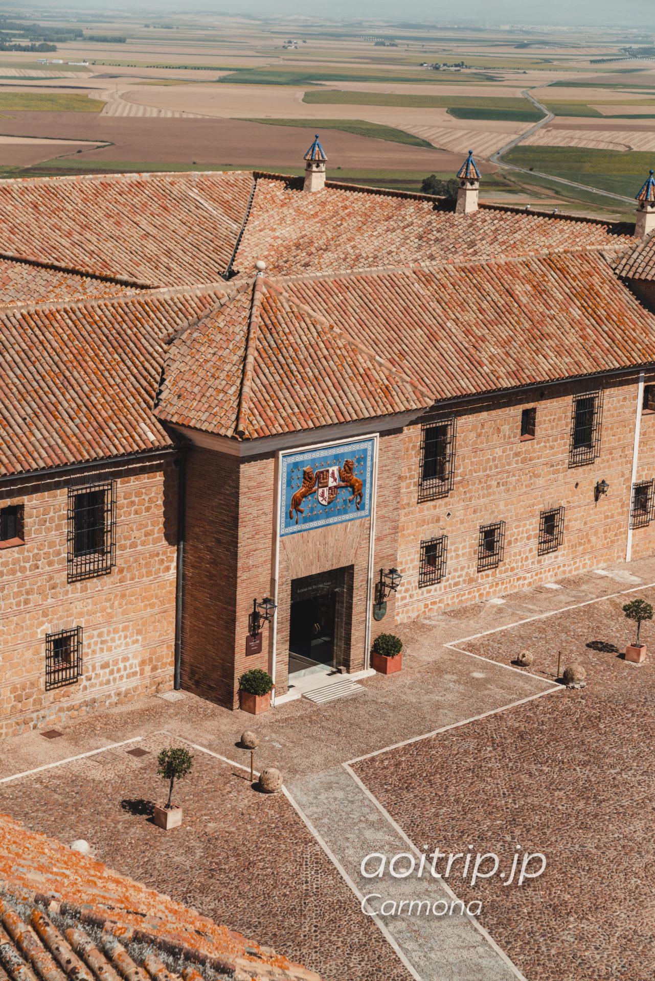 カルモナのAlcázar del Rey don Pedroから望むパラドールデカルモナ