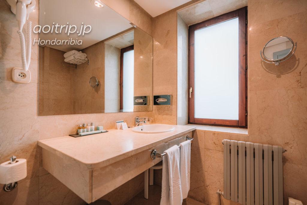 パラドールデオンダリビアのバスルーム