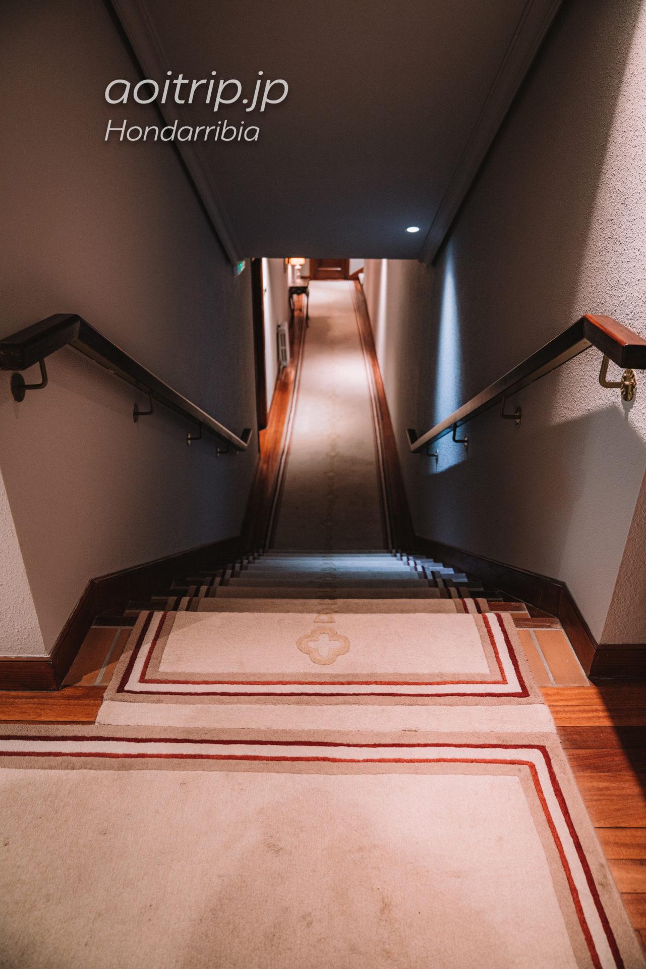 パラドール デ オンダリビアの内廊下
