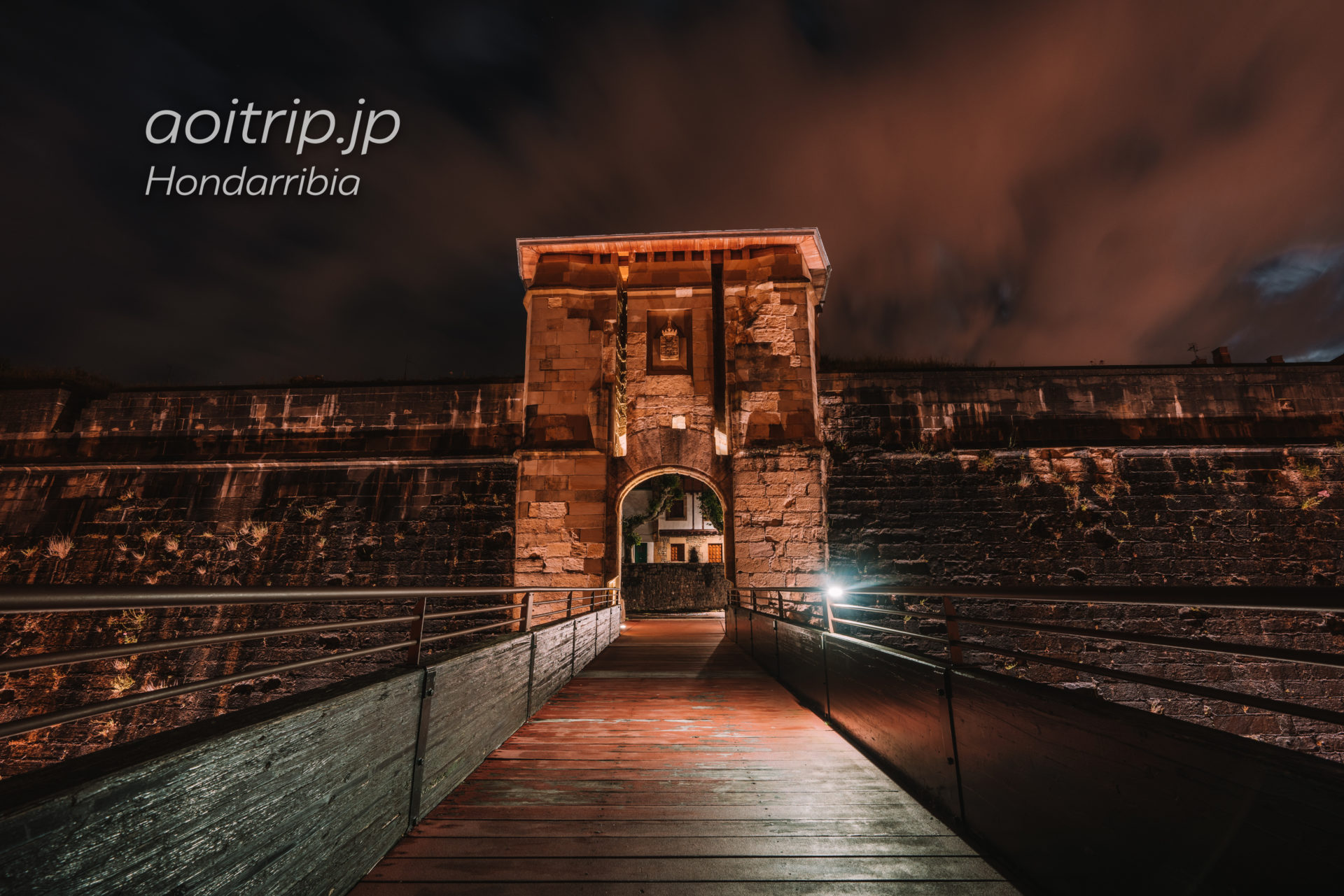 オンダリビアの夜景 La Puerta de San Nicolás