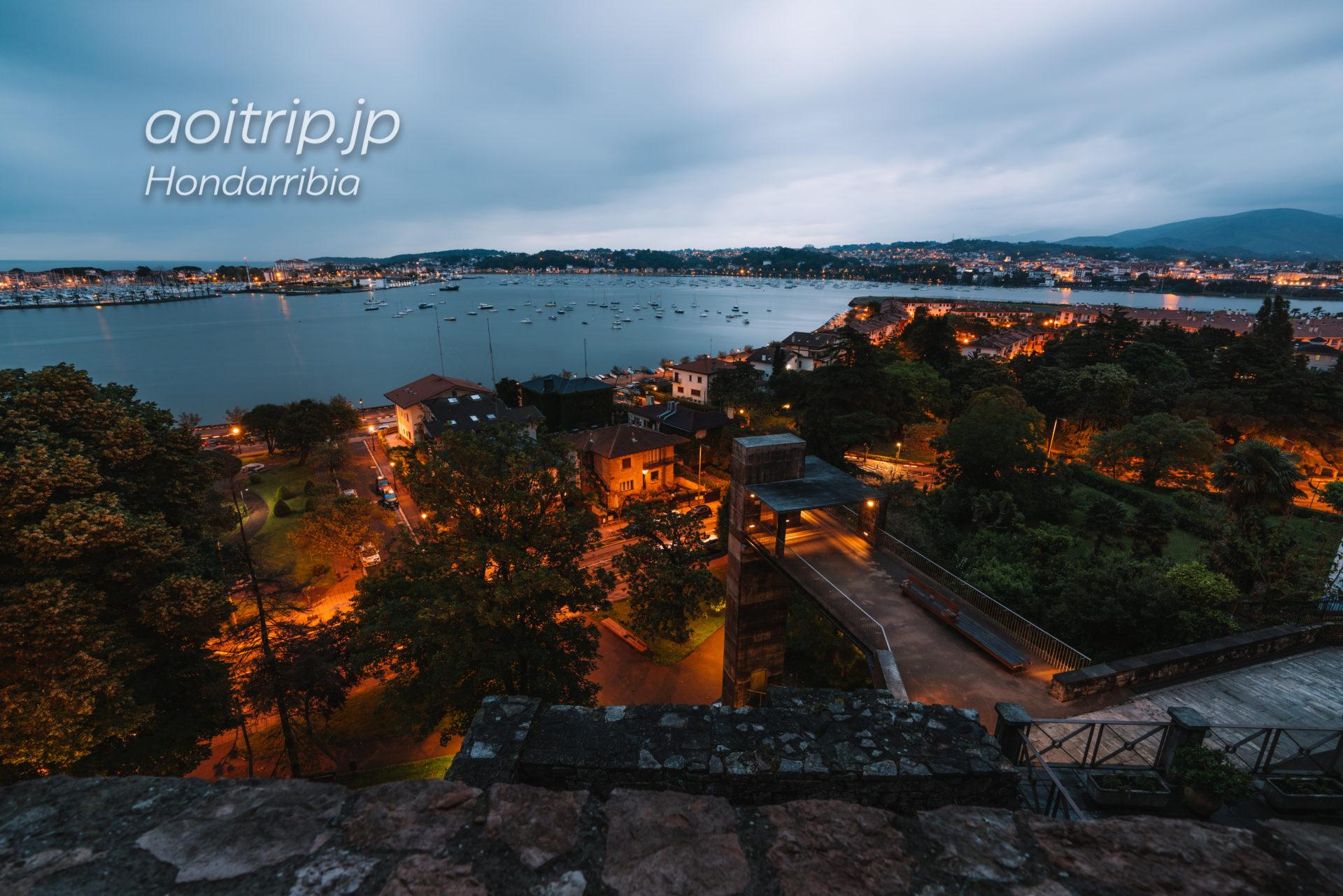 パラドールデオンダリビアから望むフランス国境(ビタソア川)の夜景