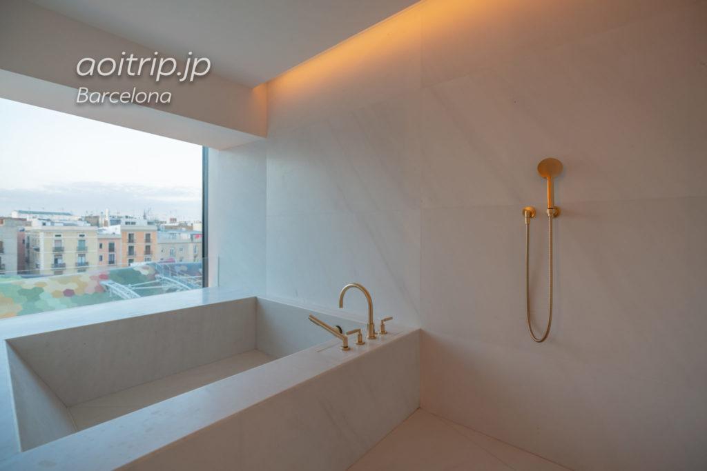 ザバルセロナエディションホテルのスイートルーム バスルーム