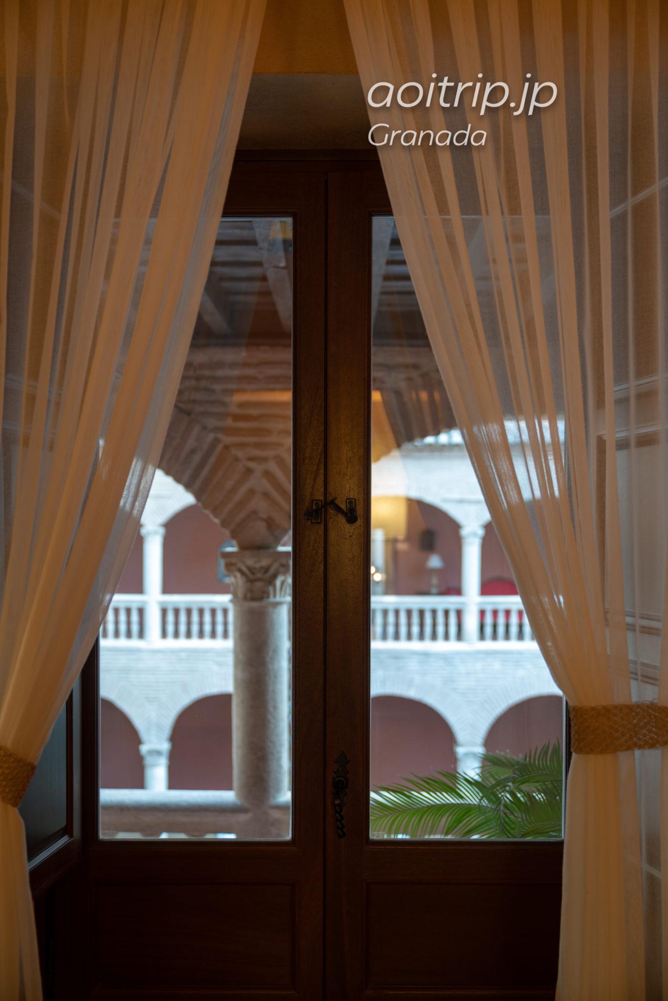ホテル パラシオ デ サンタ パウラ グラナダ スーペリアルームの縦滑り窓
