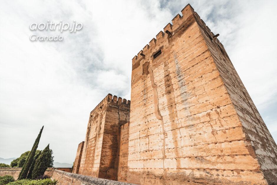 アルハンブラ宮殿のアルカサバ オメナッヘの塔とケブラーダの塔