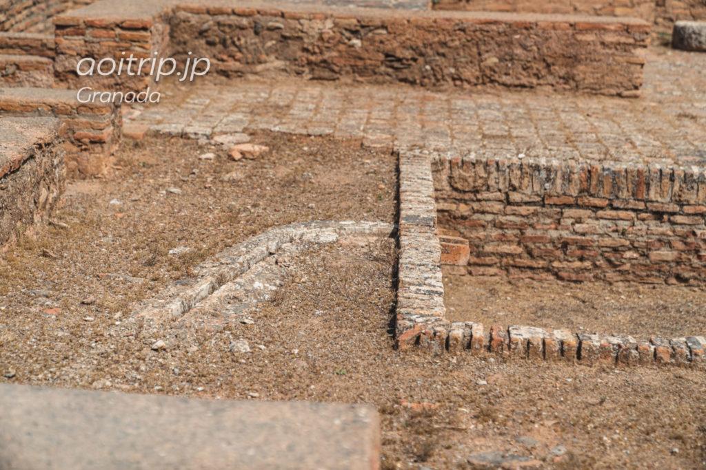 グラナダのアルハンブラ宮殿 アルカサバのアルマス広場にあるお風呂跡